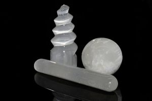 Selenite promotes all levels of awareness so that your decisions are inspired by clarity and divine guidance.