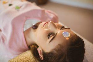 Wholebodylayout Young woman at crystal healing